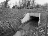 A cast in situ headwall and wing walls for pre-cast box culvert units