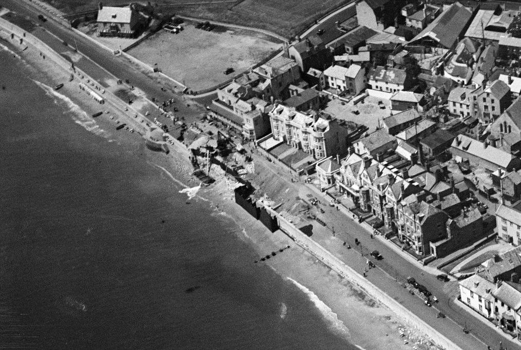 Breached sea wall at Sidmouth. AFL EPW013501 June 1925. © Historic England (Aerofilms collection).