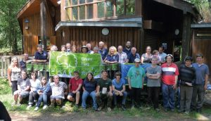 Photo of Green Flag Award 2015 with volunteers