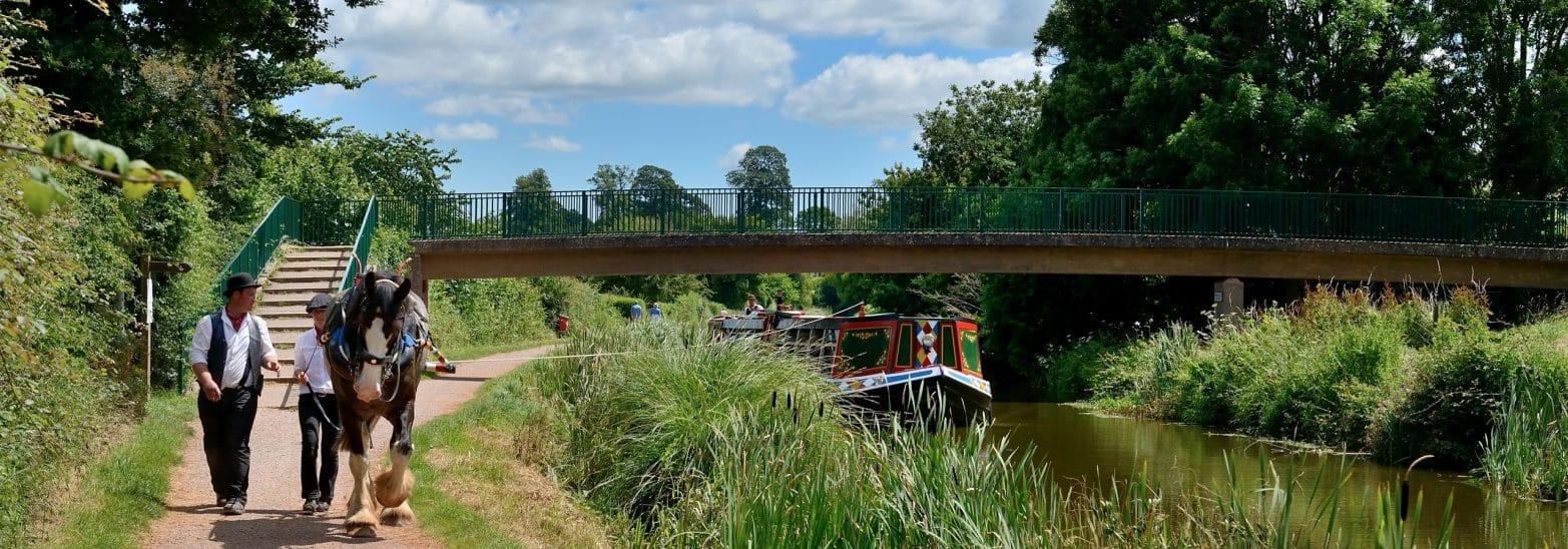 Horse drawn barge under William Authers Footbridge