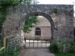 Columbjohn - remains of stone arch of gatehouse and stone-built barns