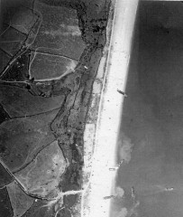 Mock assault on Slapton Sands as part of Exercise Tiger. US/30GR/LOC41 33 27-APR-1944. Historic England (USAAF Photography).